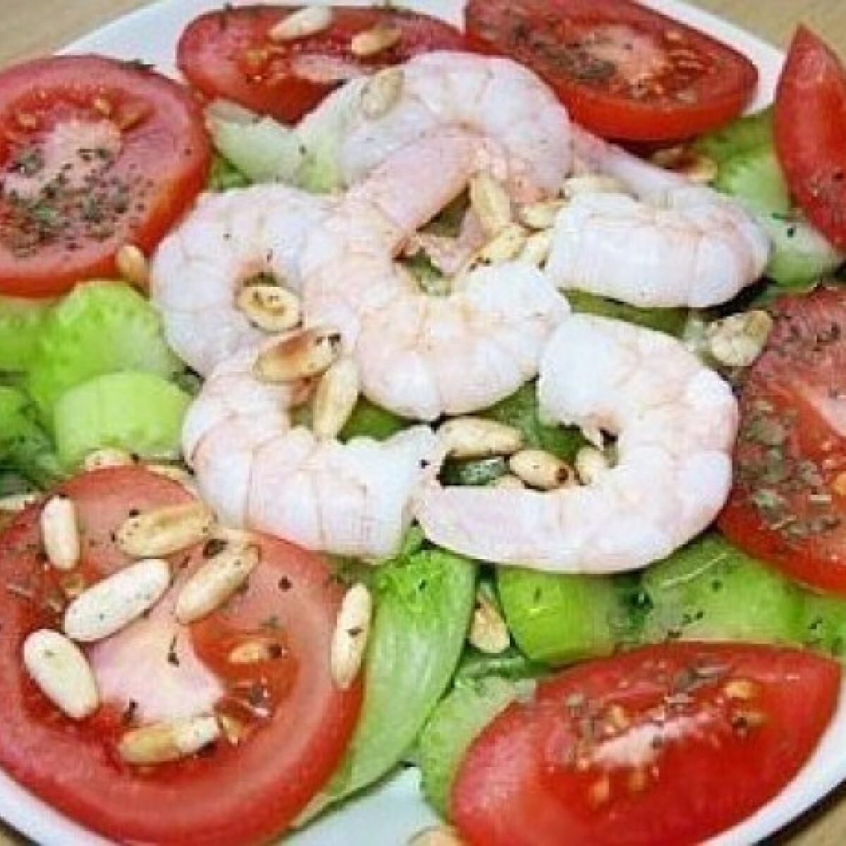 Citromos koktélrák salátával és pirított fenyőmaggal