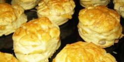 Tejfölös-vajas pogácsa sajttal és szotyival