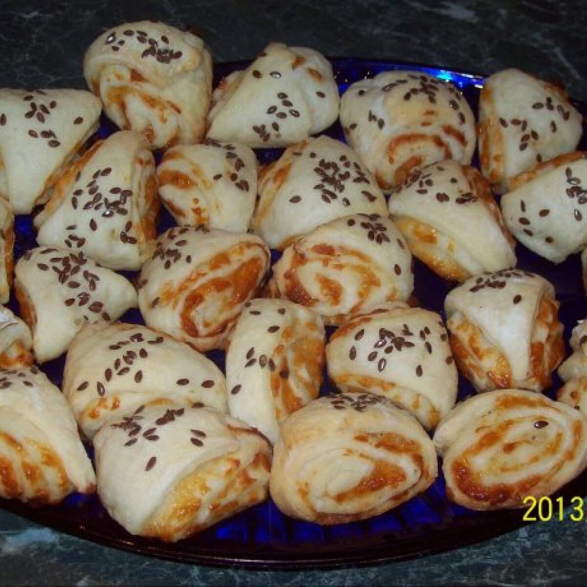 Gluténmentes sajtos tekercs-pogácsa
