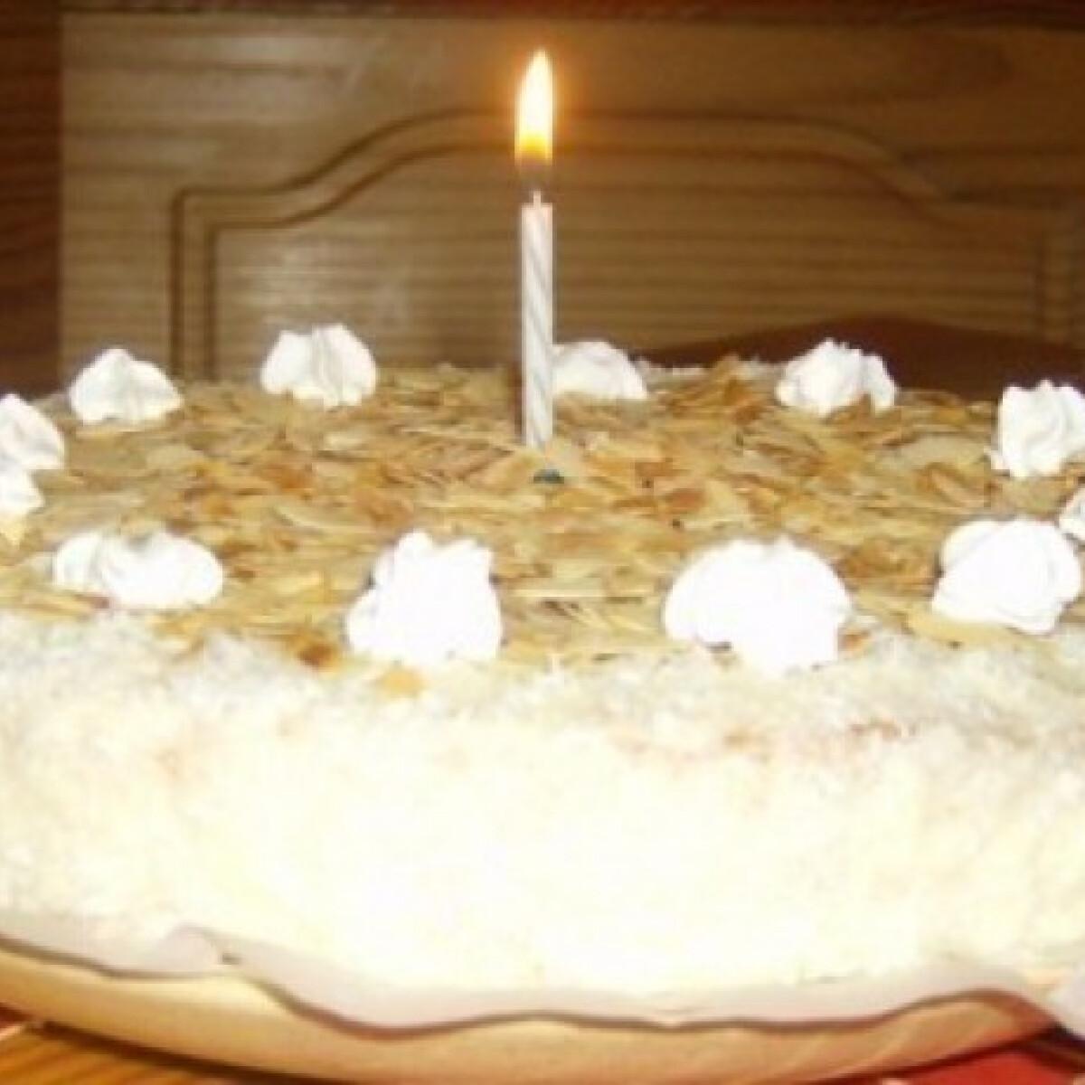 Ezen a képen: Raffaelo torta Ági konyhájából