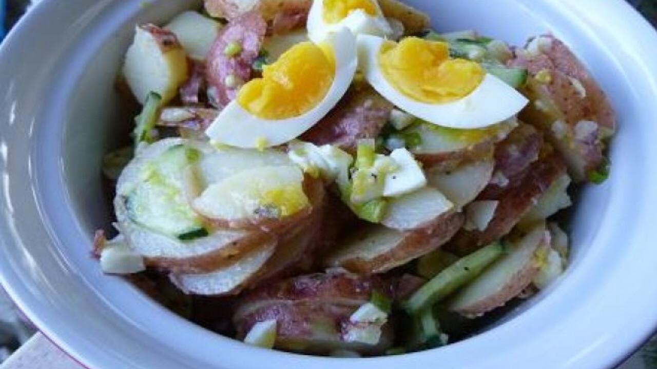 Sült krumpli saláta