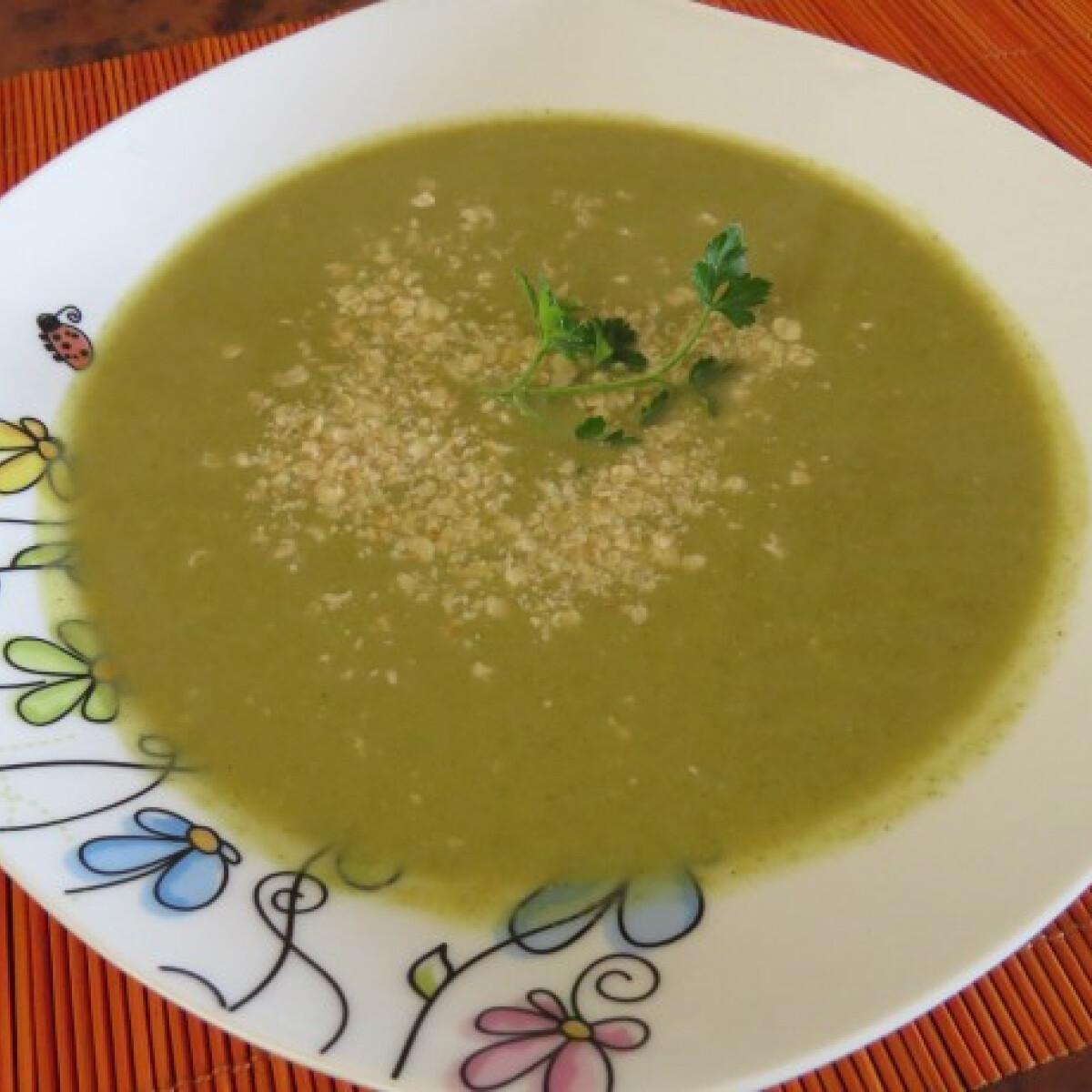 Ezen a képen: Joghurtos brokkolikrémleves