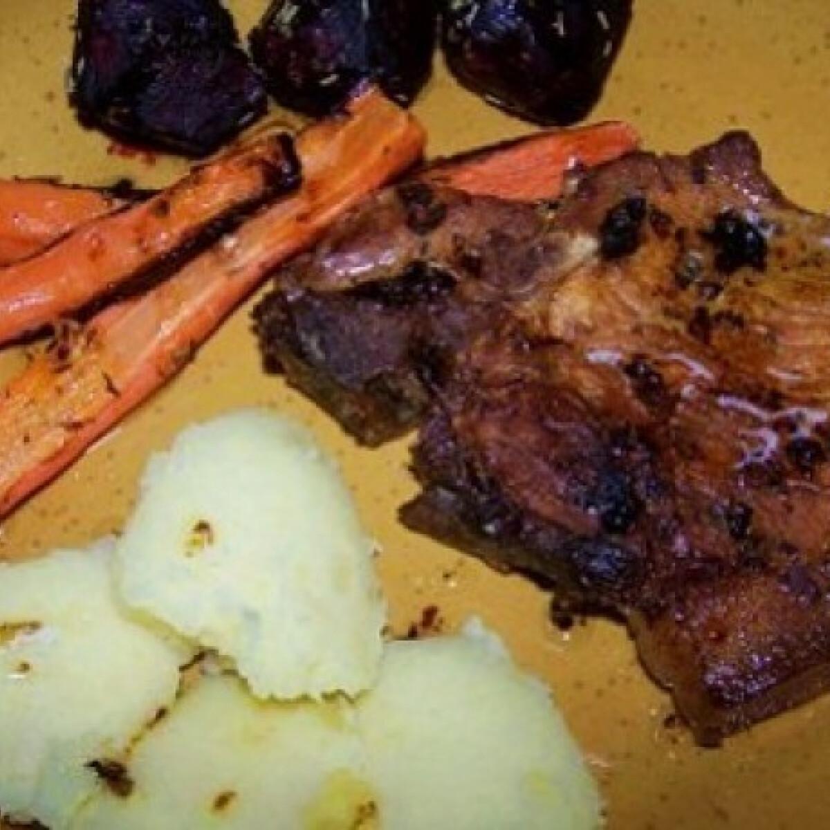 Ezen a képen: Sült sárgarépa és cékla sertésbordával