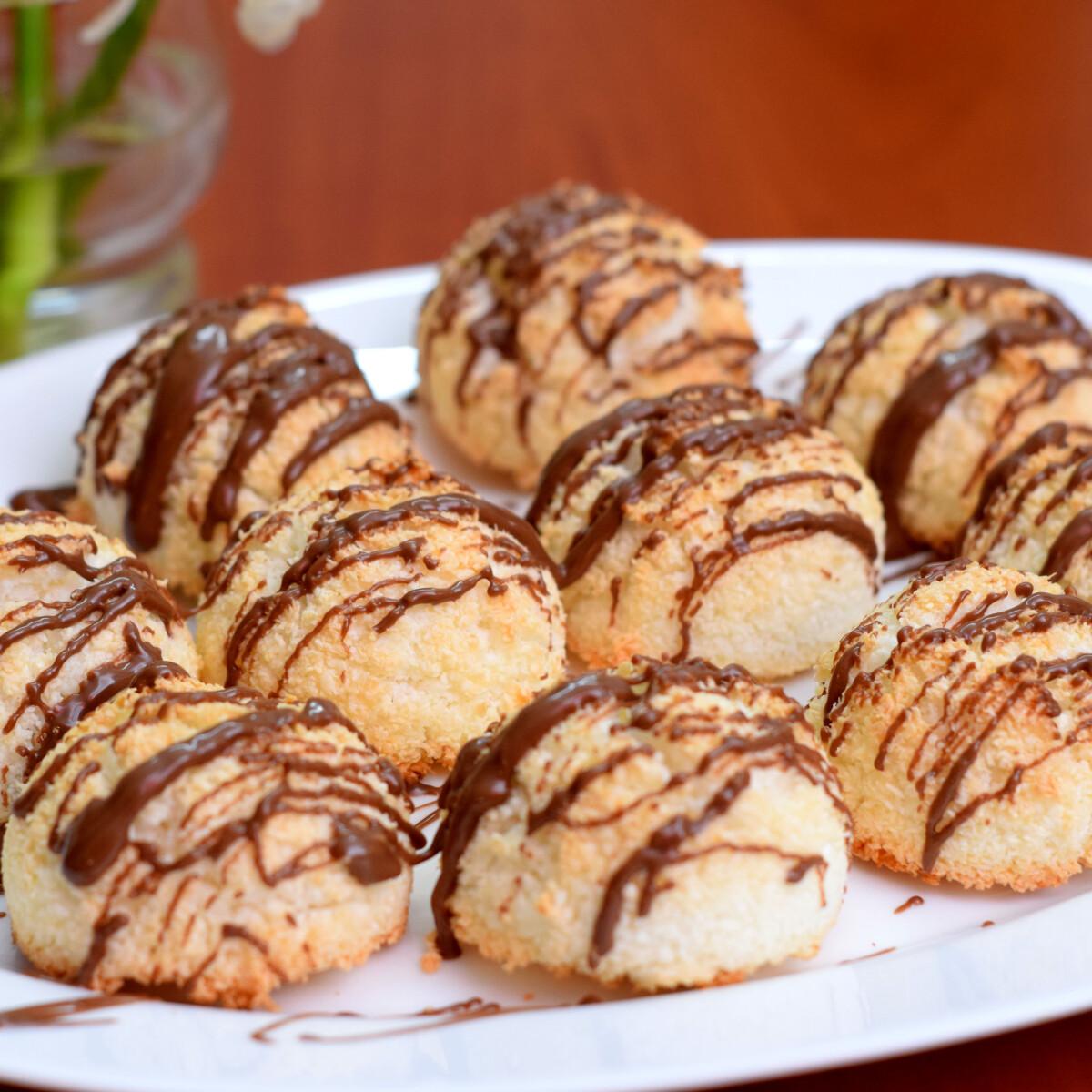Ezen a képen: Gluténmentes csokis kókuszcsók