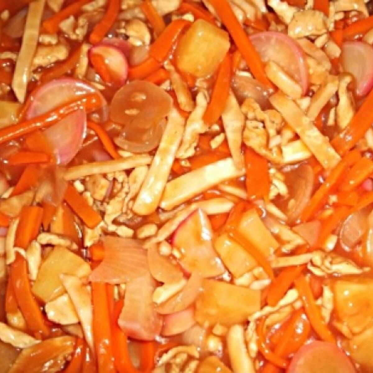 Ezen a képen: Kínai édes-savanyú Khazmeer konyhájából