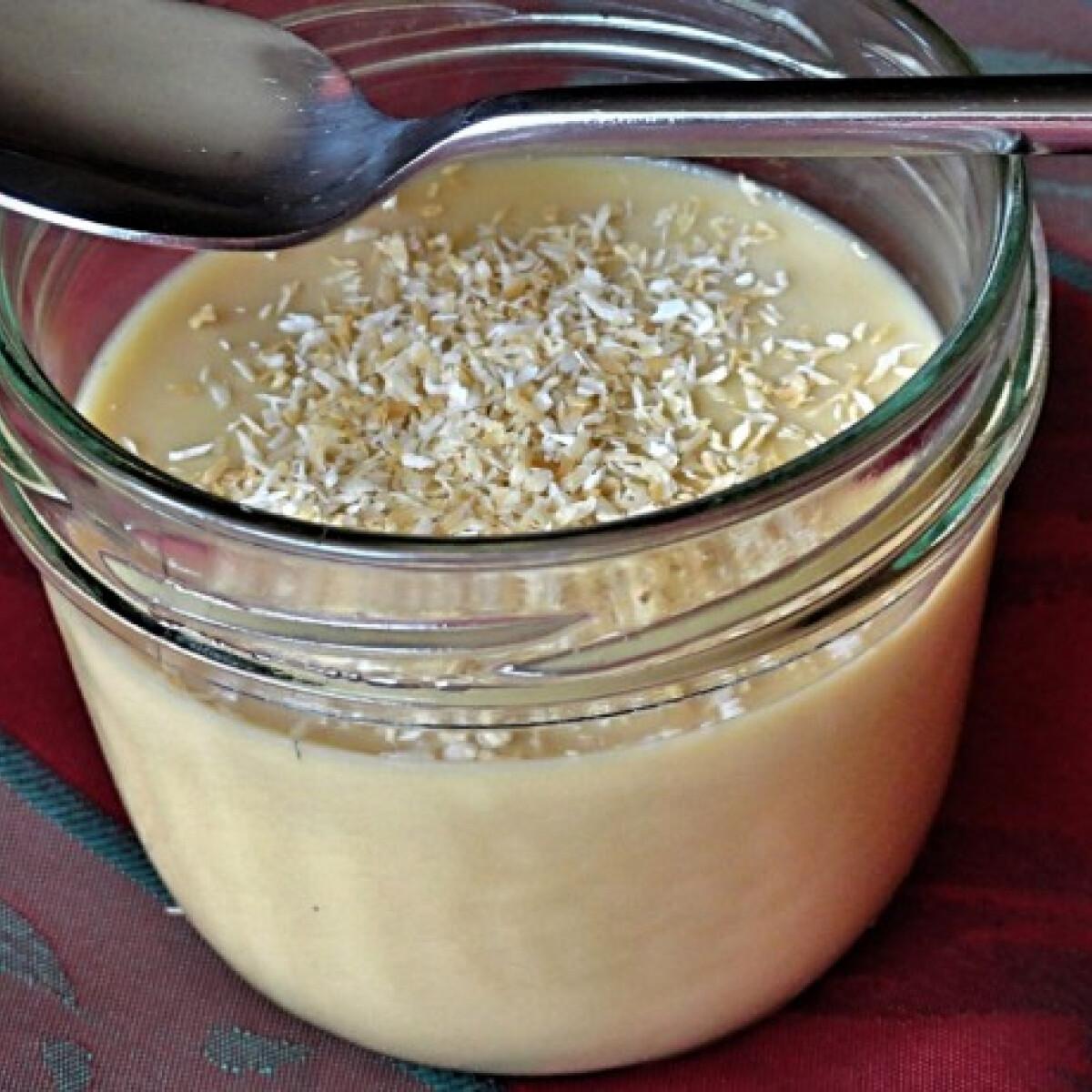 Ezen a képen: Kókusztejes-sóskaramelles panna cotta