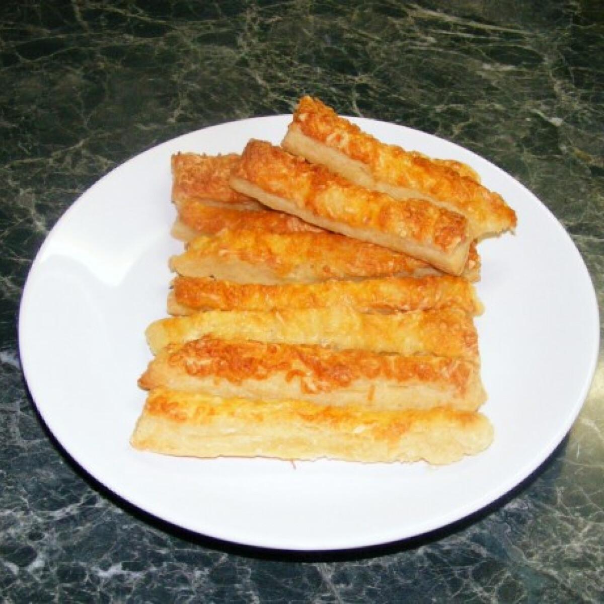Ezen a képen: A legegyszerűbb sajtos rúd