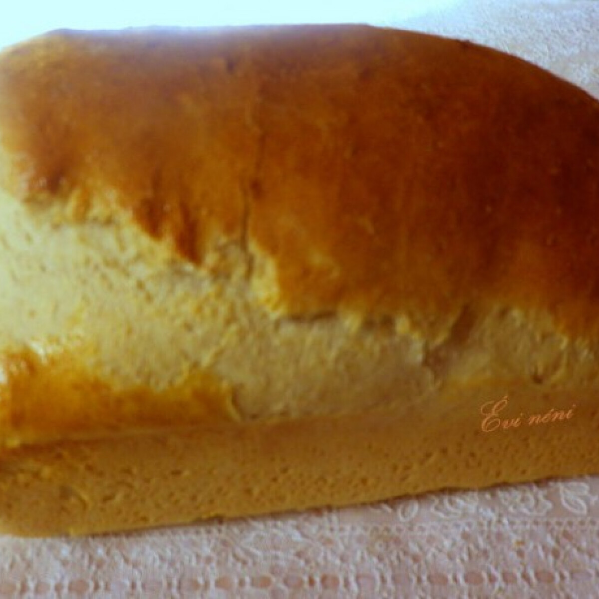 Ezen a képen: Fokhagymás kenyér Évi néni konyhájából