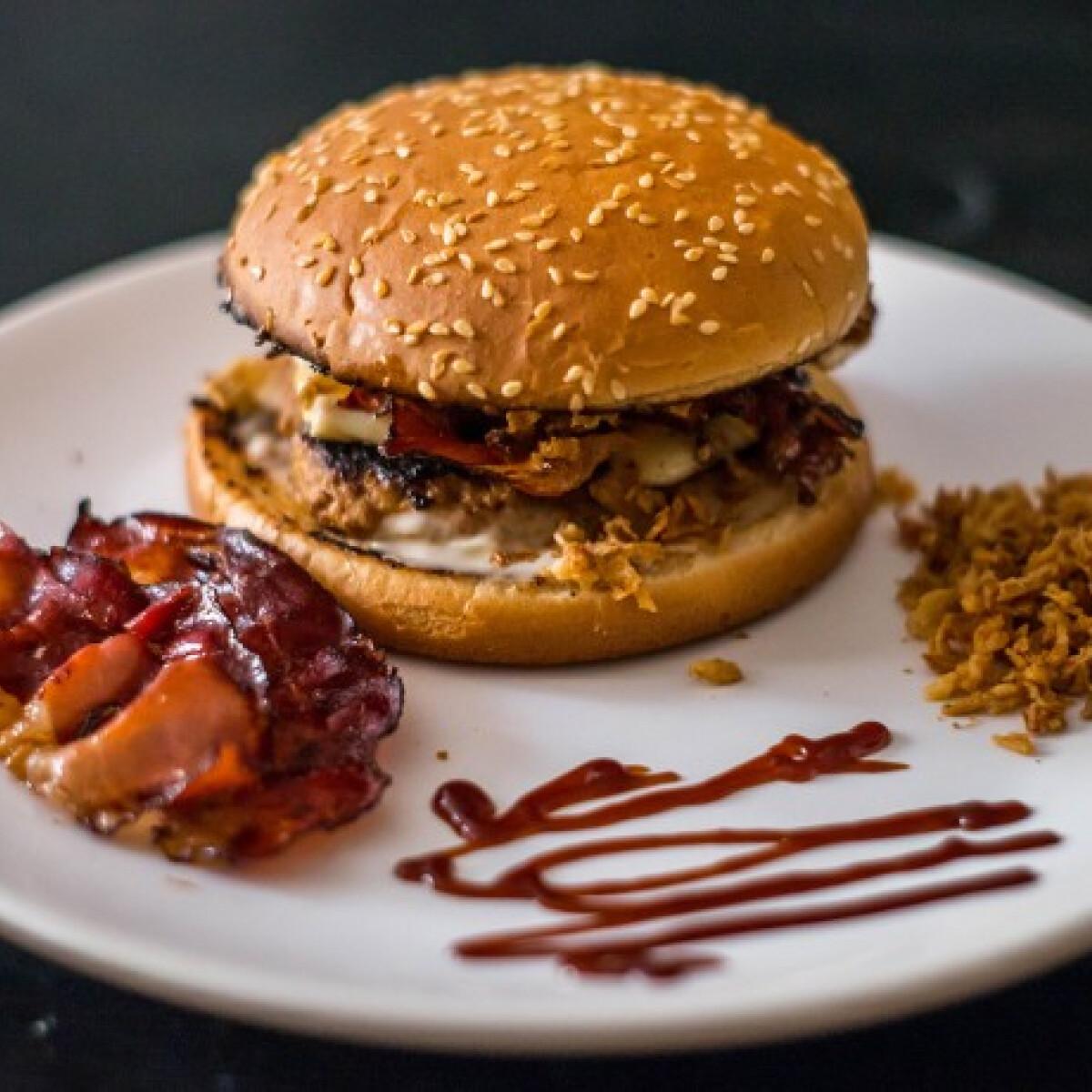 Ezen a képen: Double BBQ Burger