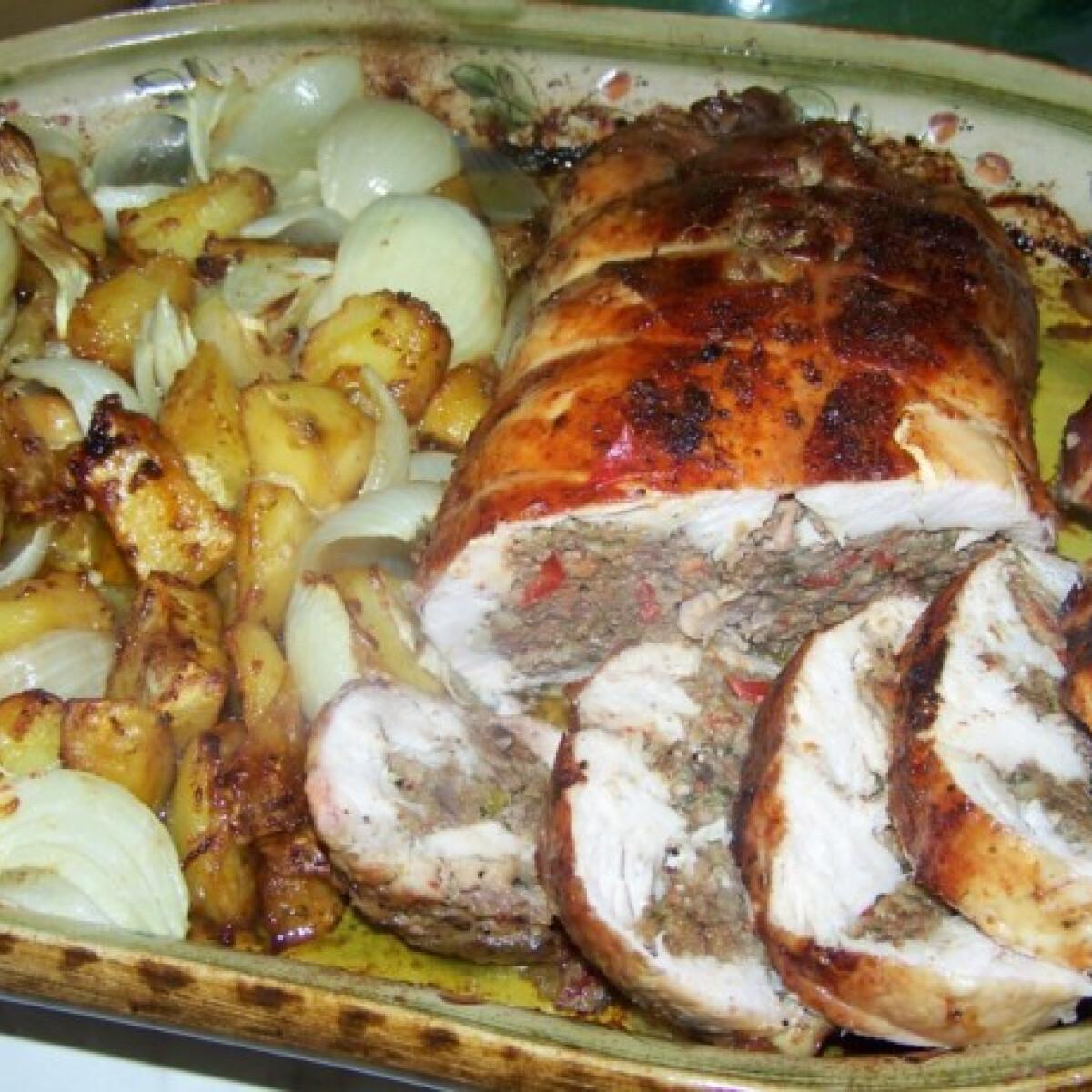 Ezen a képen: Göngyölt csirke májas töltelékkel