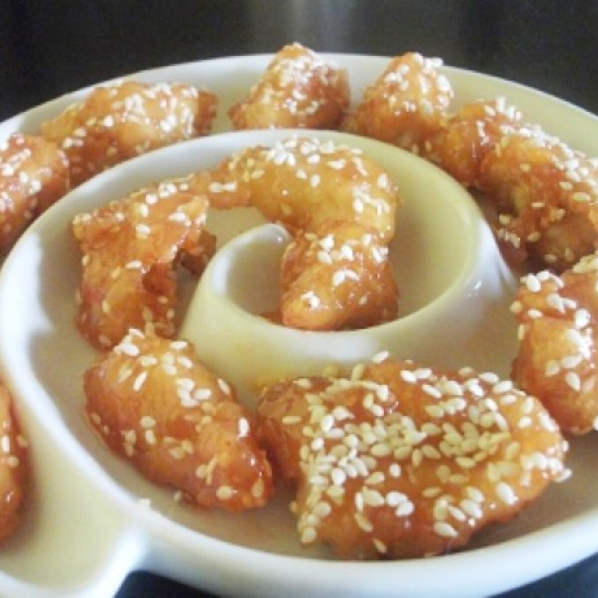 Ezen a képen: Kínai mézes-szezámmagos csirkemellfalatok