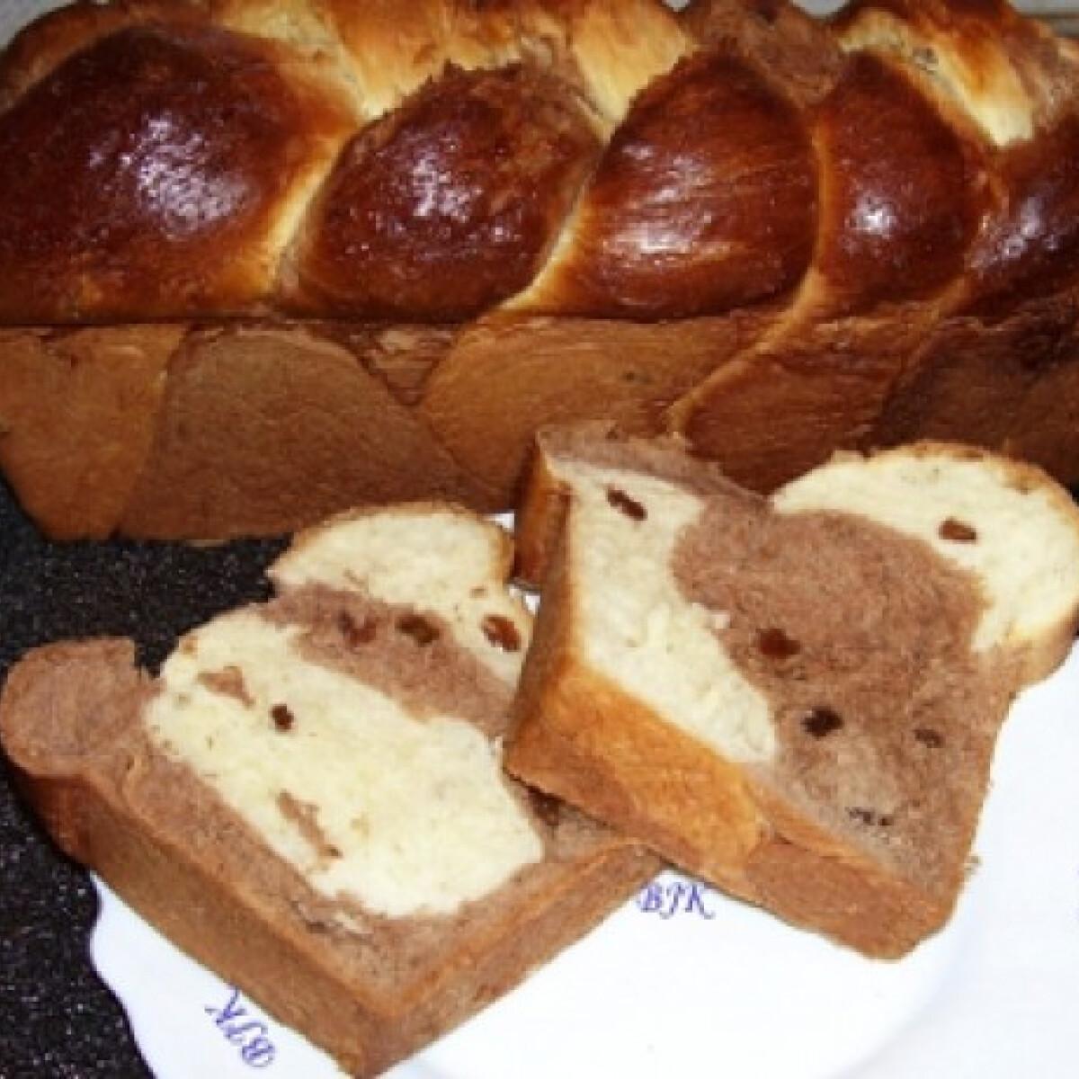 Ezen a képen: Foszlós fonott kalács kenyérsütőben