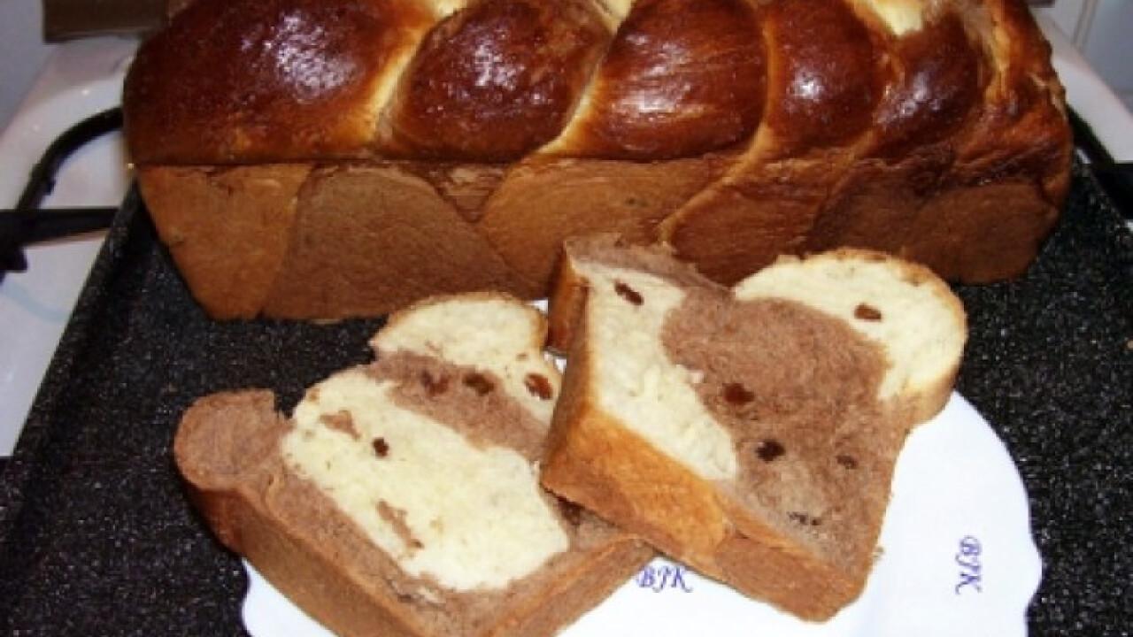 Foszlós fonott kalács kenyérsütőben