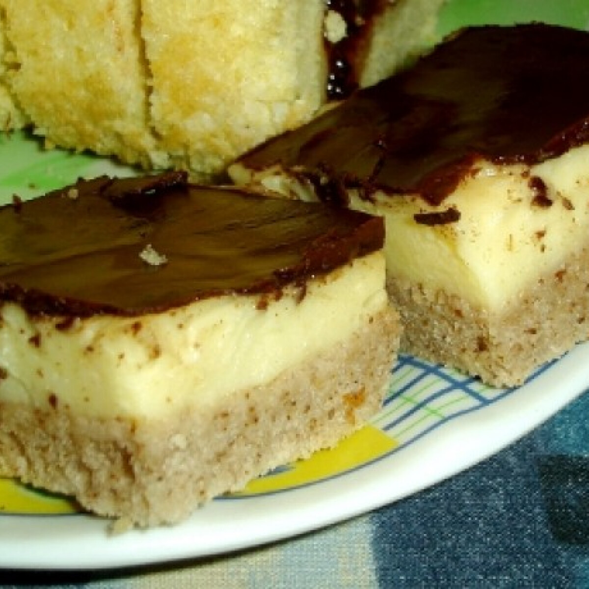 Ezen a képen: Kávés-vaníliakrémes szelet