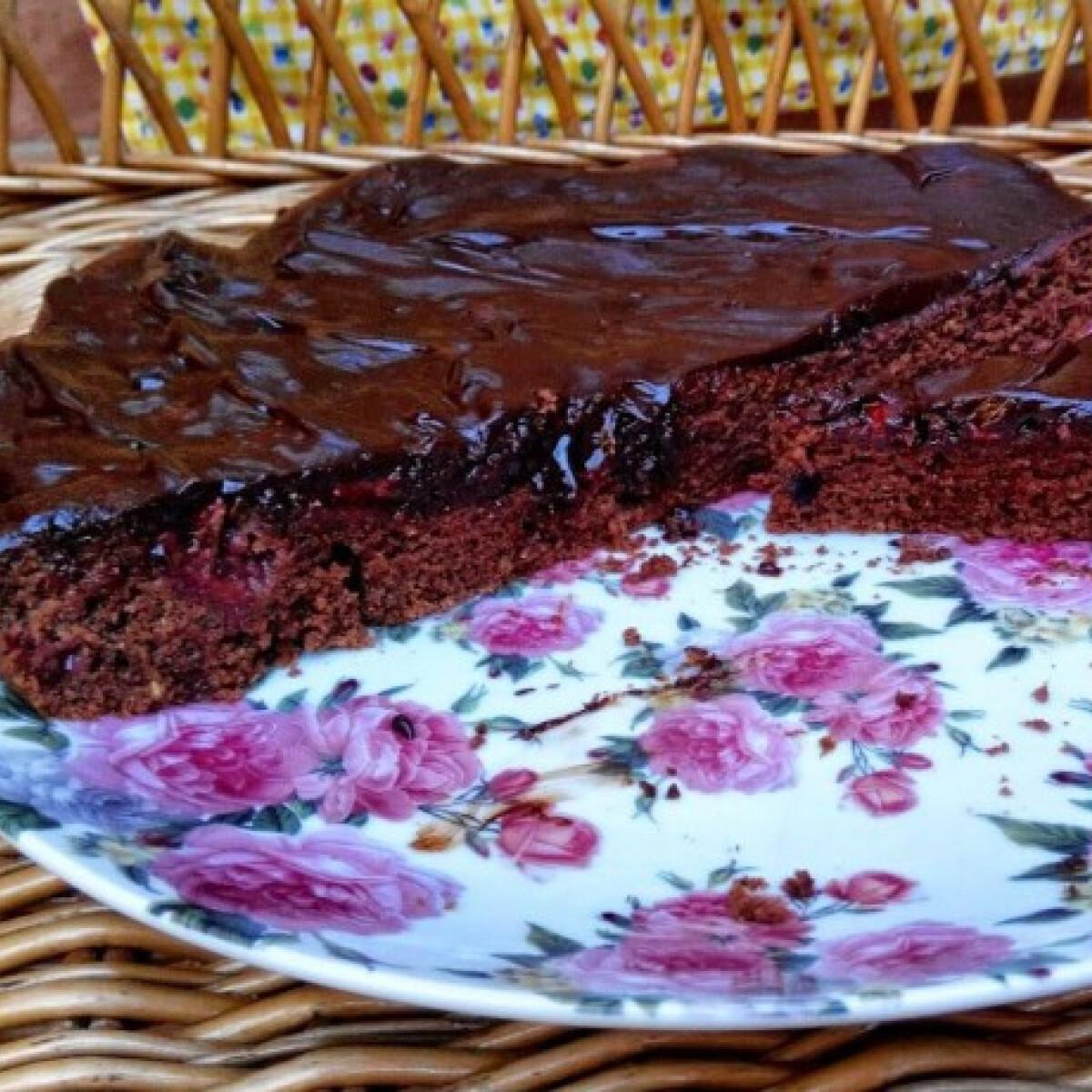 Ezen a képen: Epres csokoládétorta Gréti Be Happy konyhájából