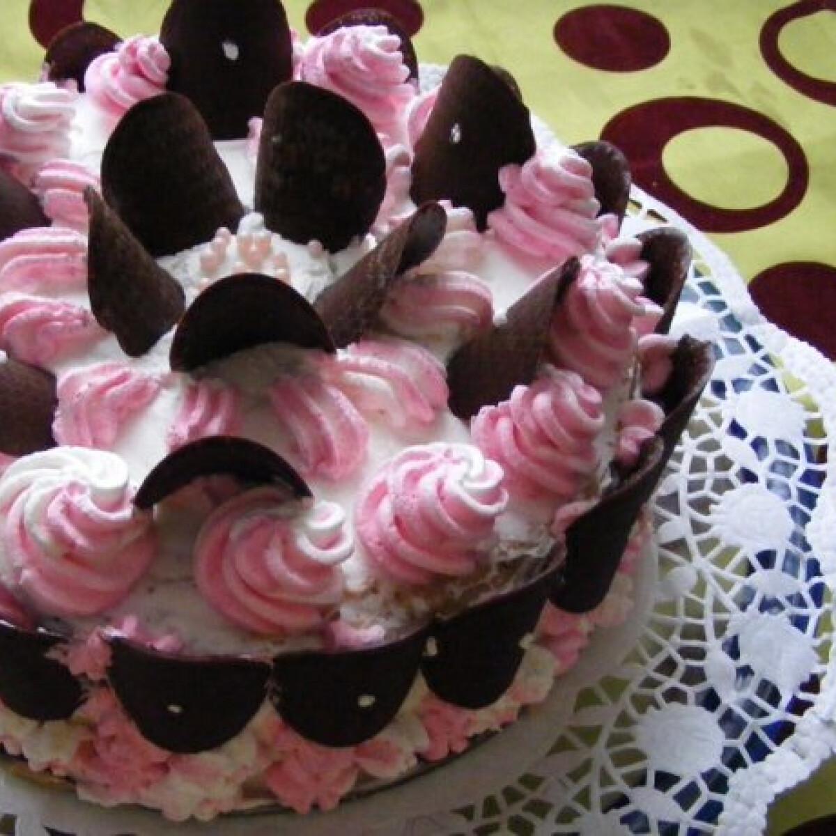 Ezen a képen: Karamellkrémes torta Marától