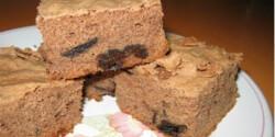 Aszalt szilvás-csokis süti