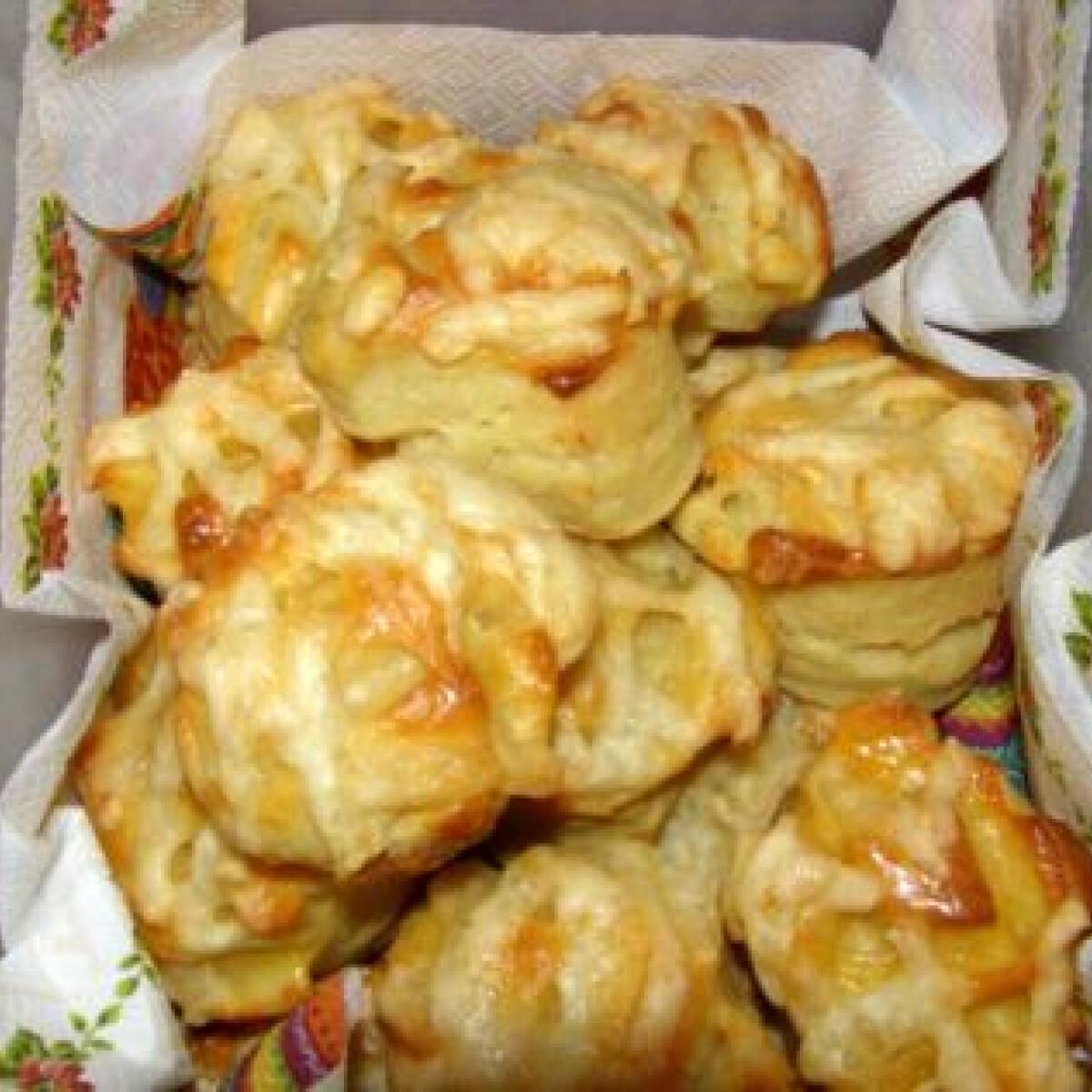Ezen a képen: Sajtos-túrós pogácsa keNoe konyhájából