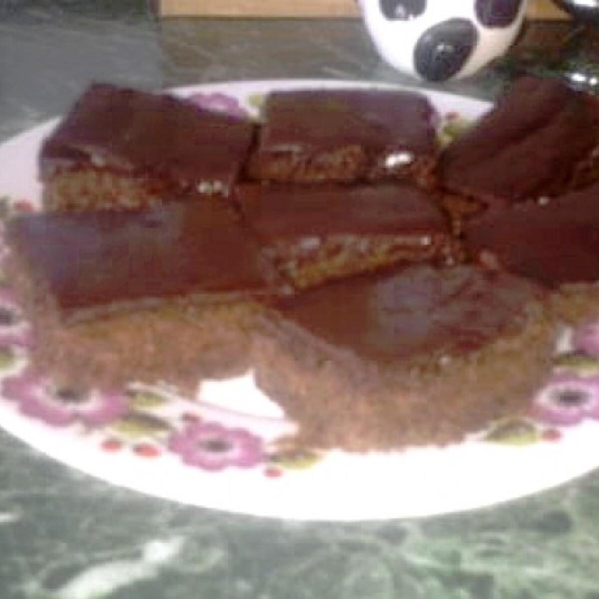 Ezen a képen: Cukkinis-kakaós süti