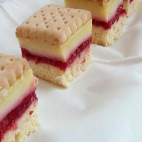 Málnás-vaníliás-kekszes pite