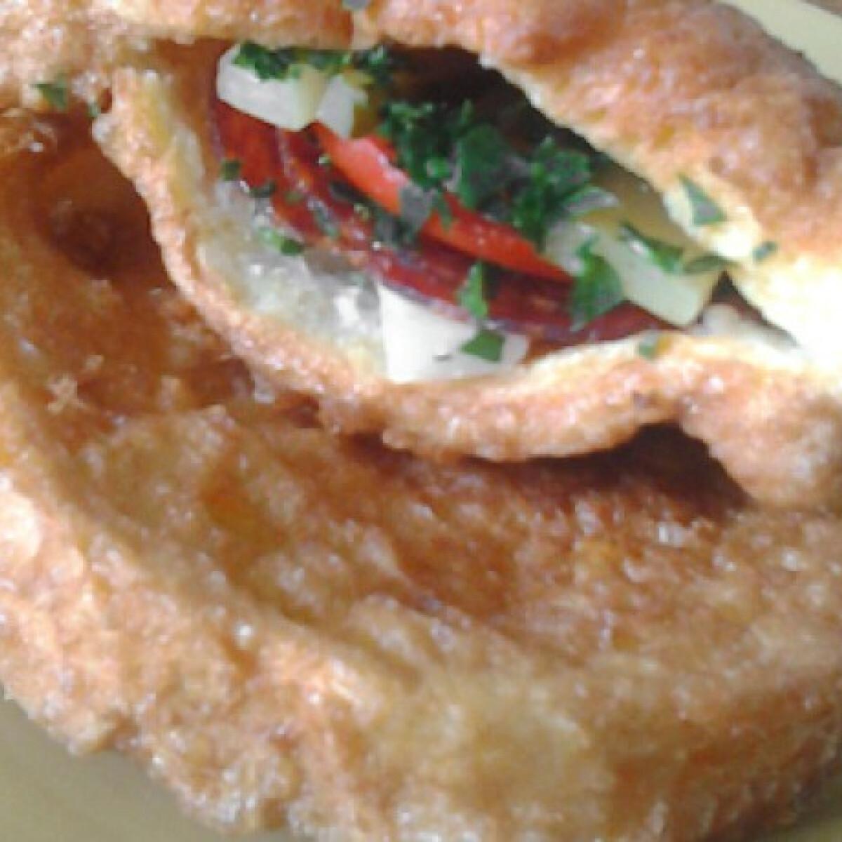Ezen a képen: Batyus bundás kenyér