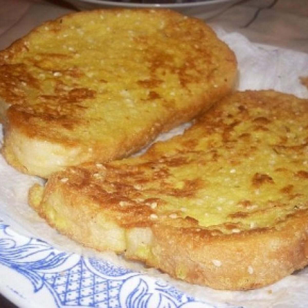 Ezen a képen: Bundás kenyér szezámmaggal