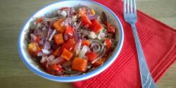 Tészta kínai szósszal és zöldségekkel