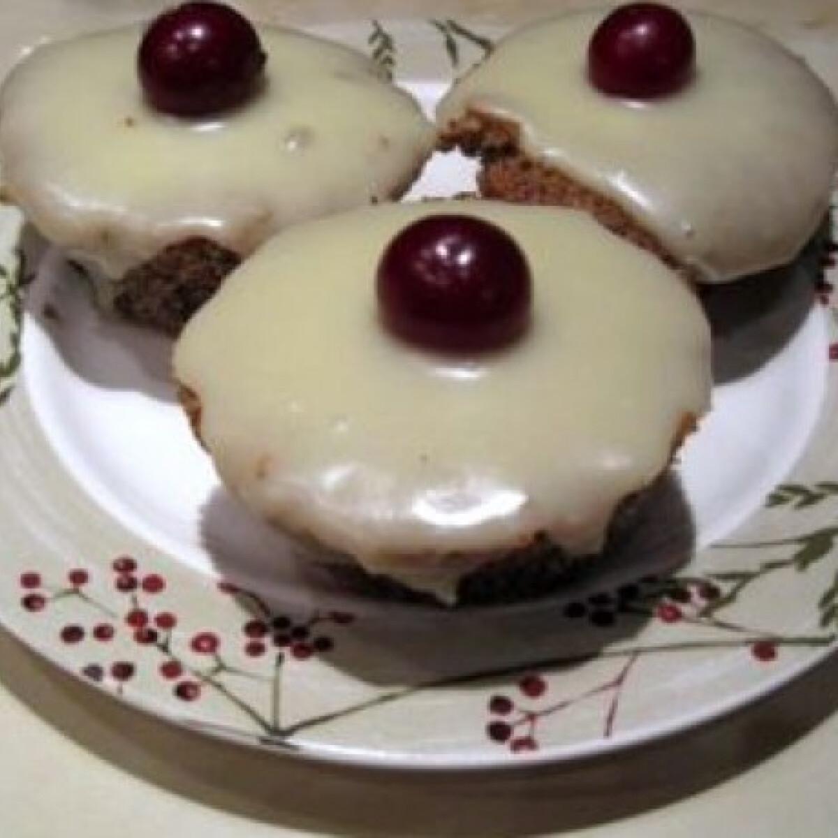 Ezen a képen: Mákos muffin rumos meggyel