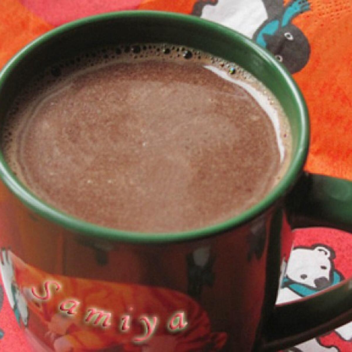 Fahéjas-rumos forró csokoládé