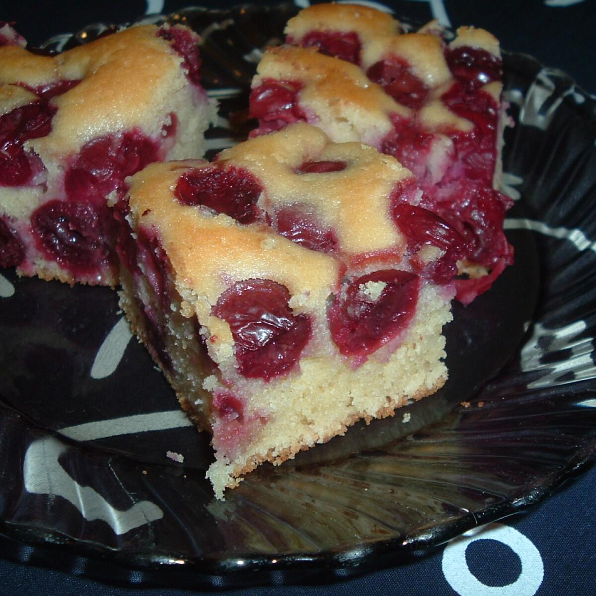 Ezen a képen: Meggyes süti Lildik konyhájából