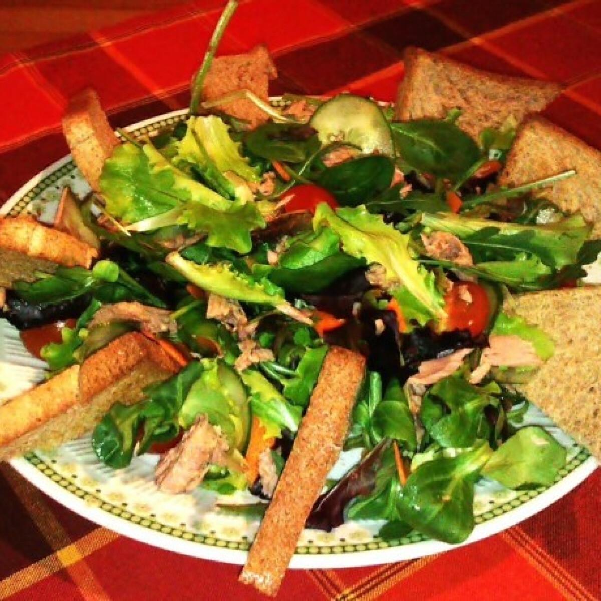 Ezen a képen: Tonhalsaláta Lolli konyhájából
