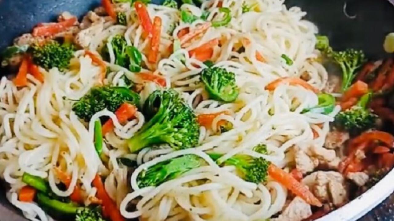 Brokkolis-csirkemelles spagetti