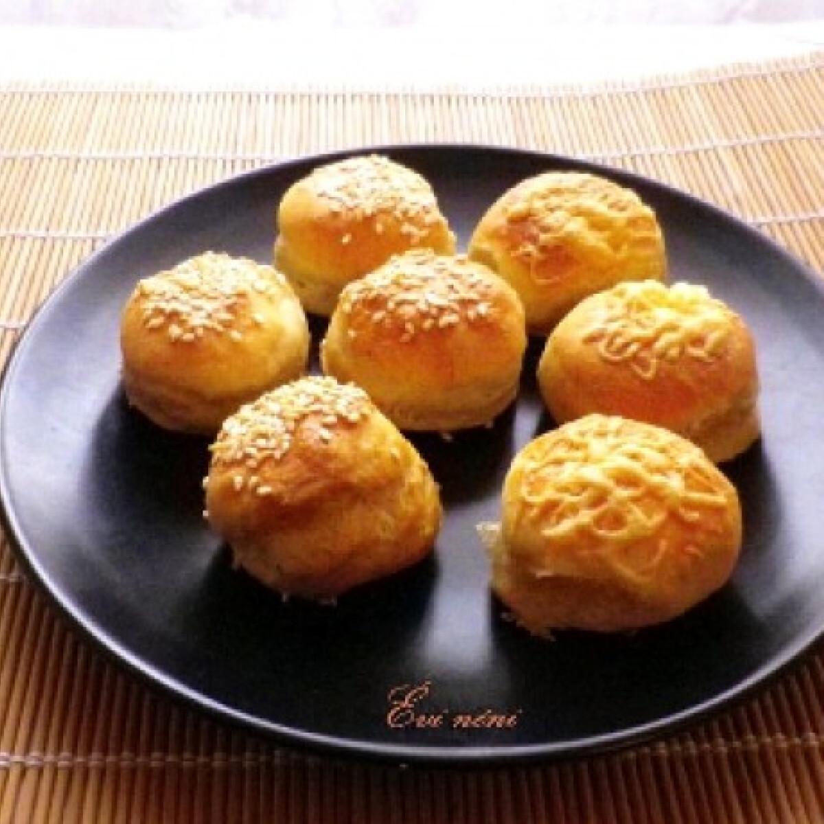 Ezen a képen: Krumplis pogácsa Évi nénitől