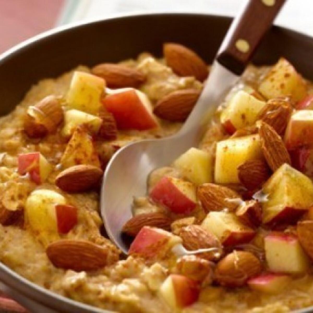 Ezen a képen: Almás-zabpelyhes diétás reggeli