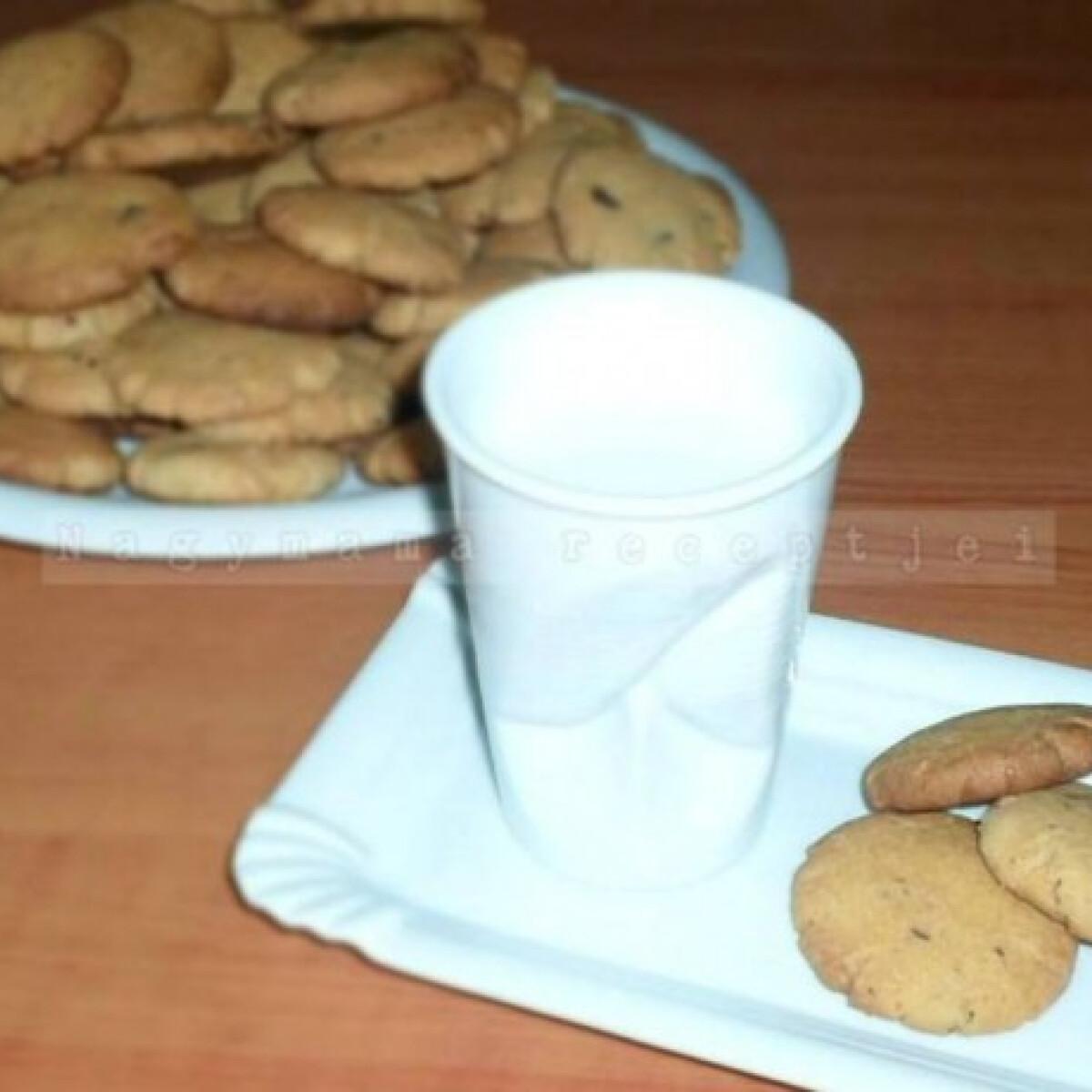 Ezen a képen: Mogyoróvajas keksz Nagymama konyhájából