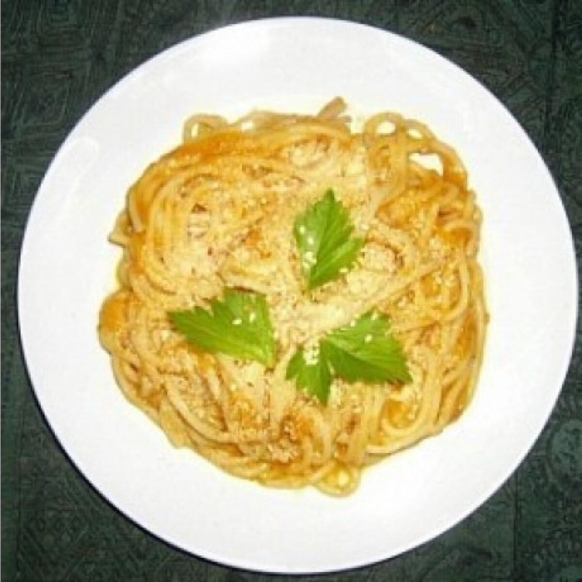 Ezen a képen: Sütőtökös-sajtos spagetti 2. - sütőtökkrémlevesből
