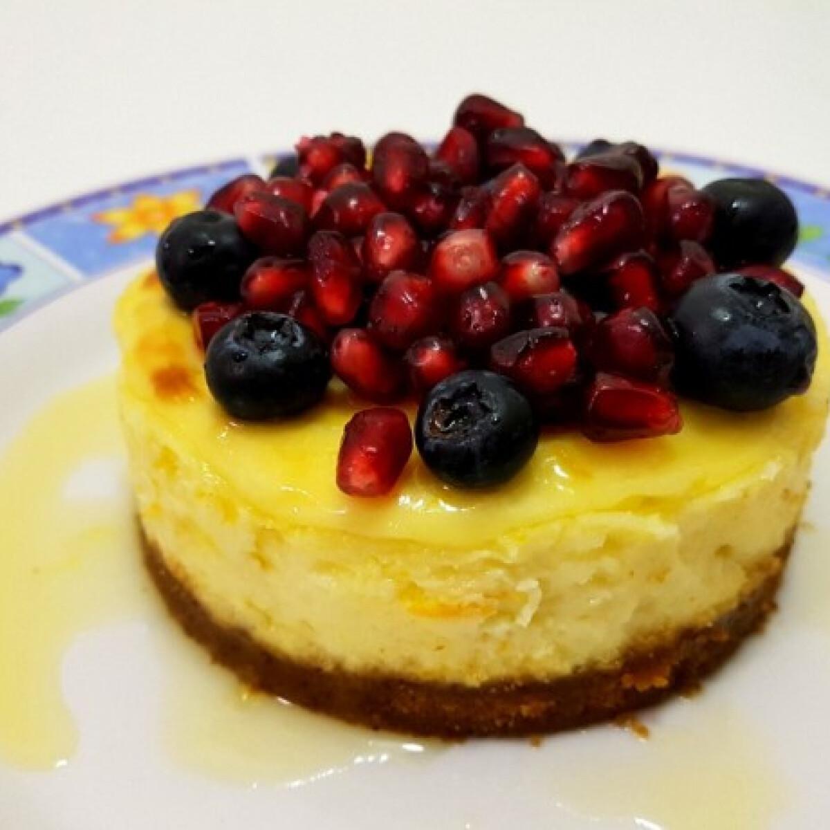 Ezen a képen: Mini sajttortácskák narancsos-mézes sziruppal