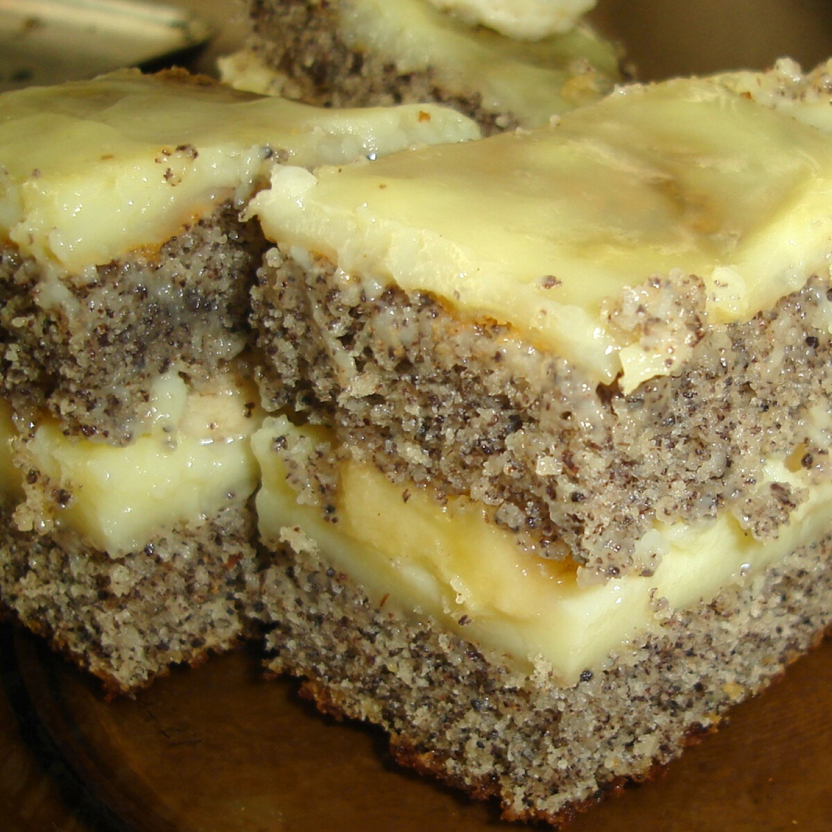 Ezen a képen: Mákos vaníliakrémes szelet banánnal