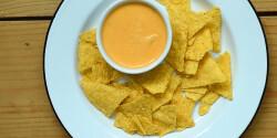 Srirachás sajtszósz