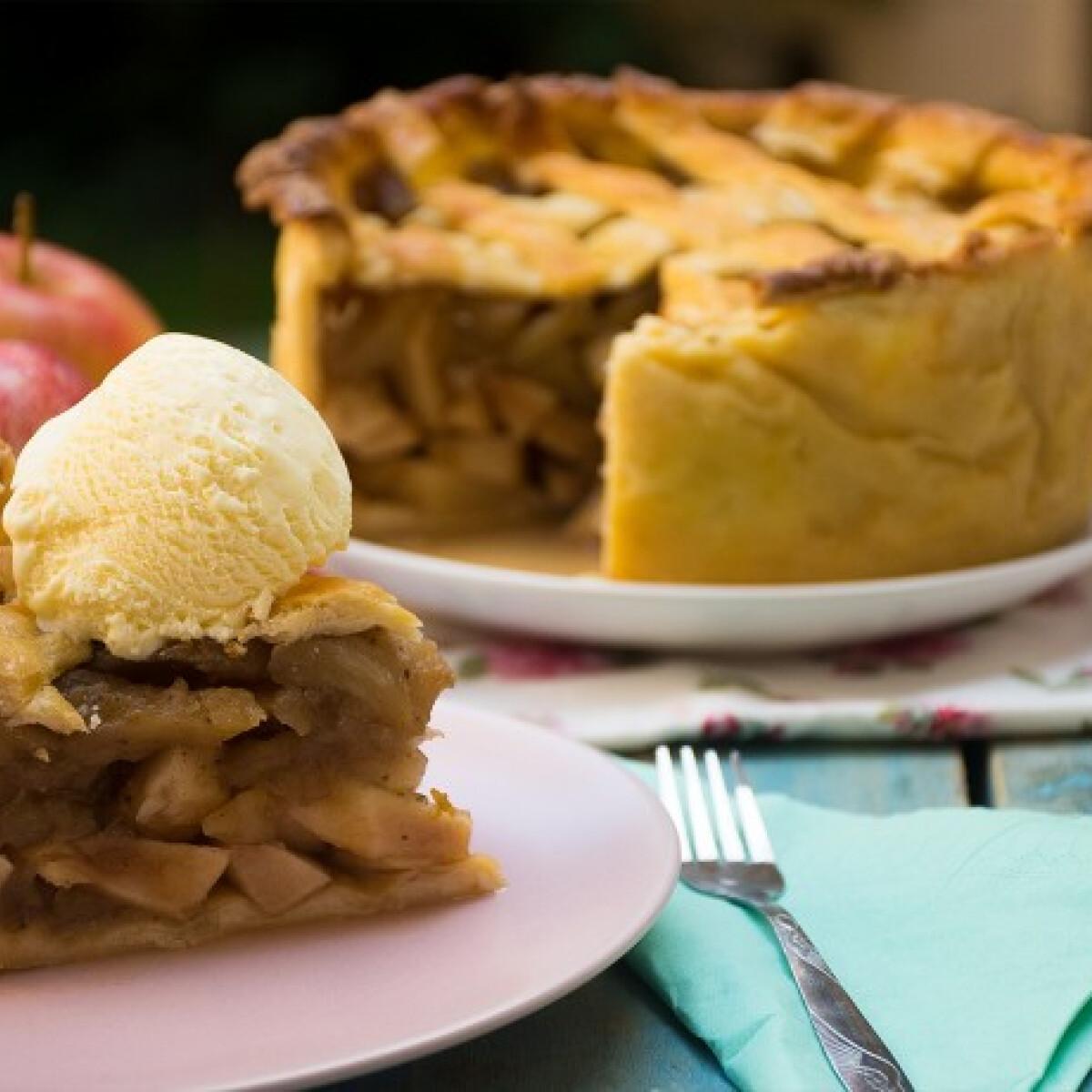 Ezen a képen: Rácsos almás pite ciderrel