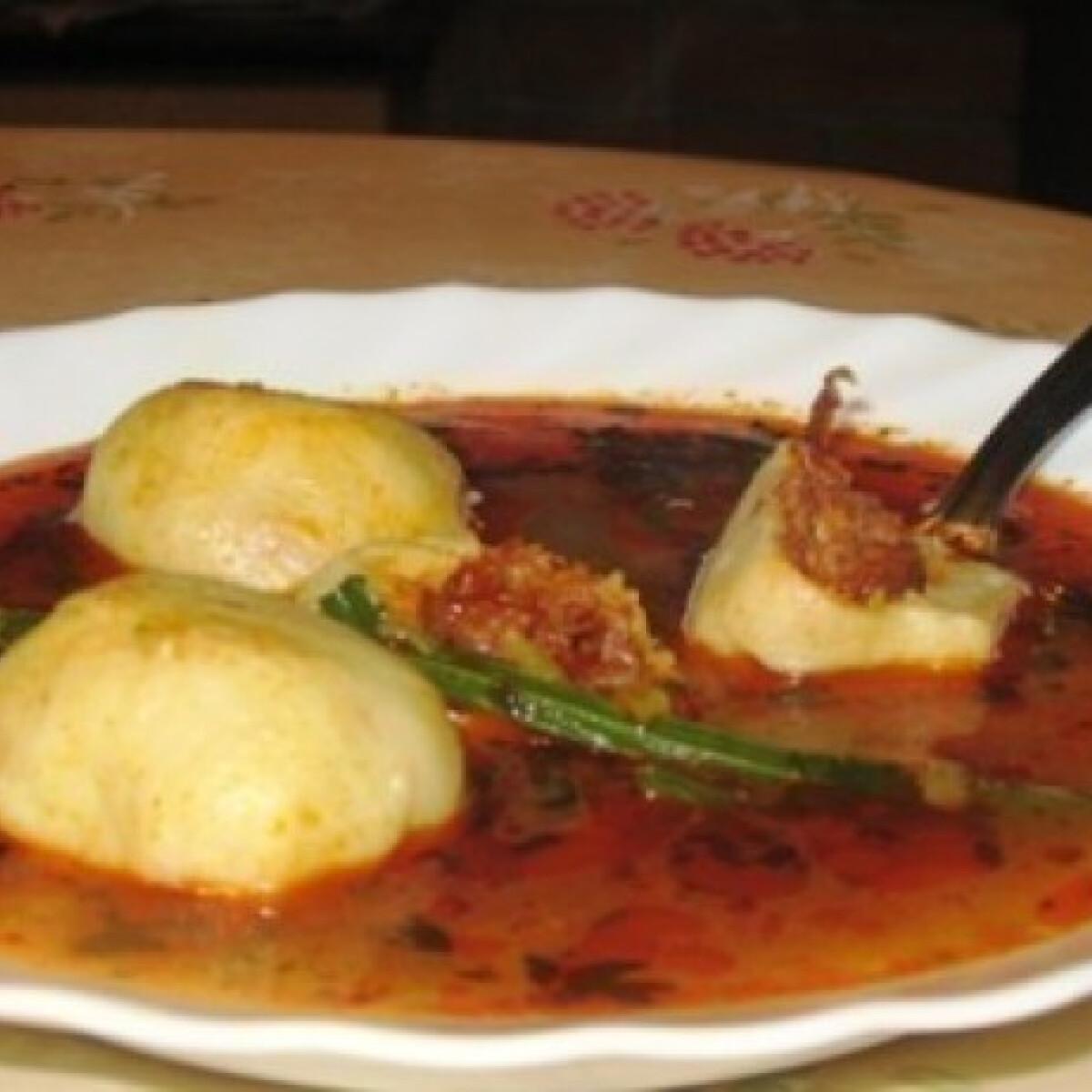 """Ezen a képen: """"Titkot rejtő"""" krumpligombóc leves"""