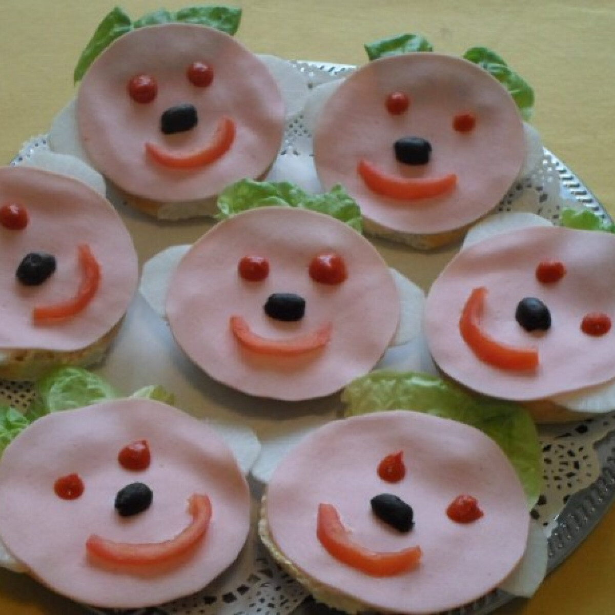 Ezen a képen: Szendvics-kölykök