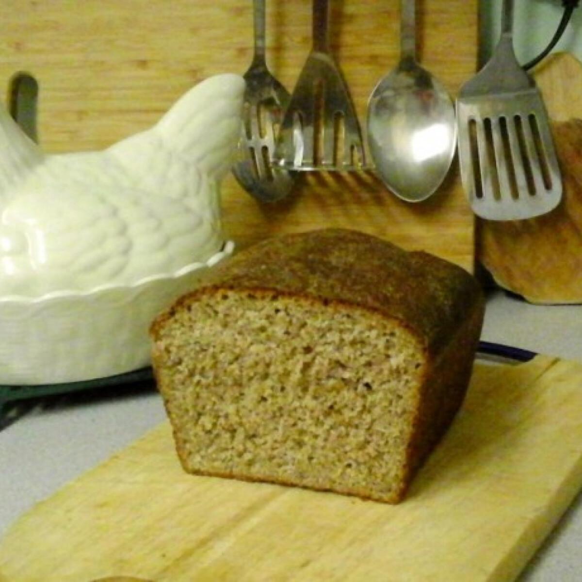 Ezen a képen: Lenmagos teljes kiőrlésű kenyér