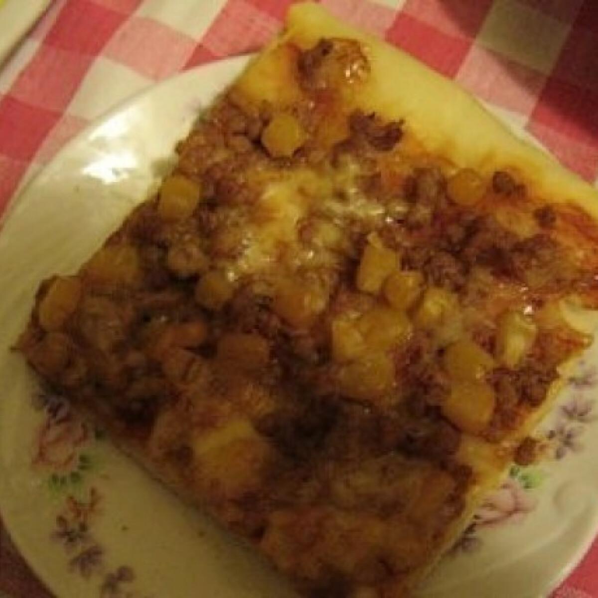 Ezen a képen: Kukoricás-darált húsos pizza (Pizza 10.)