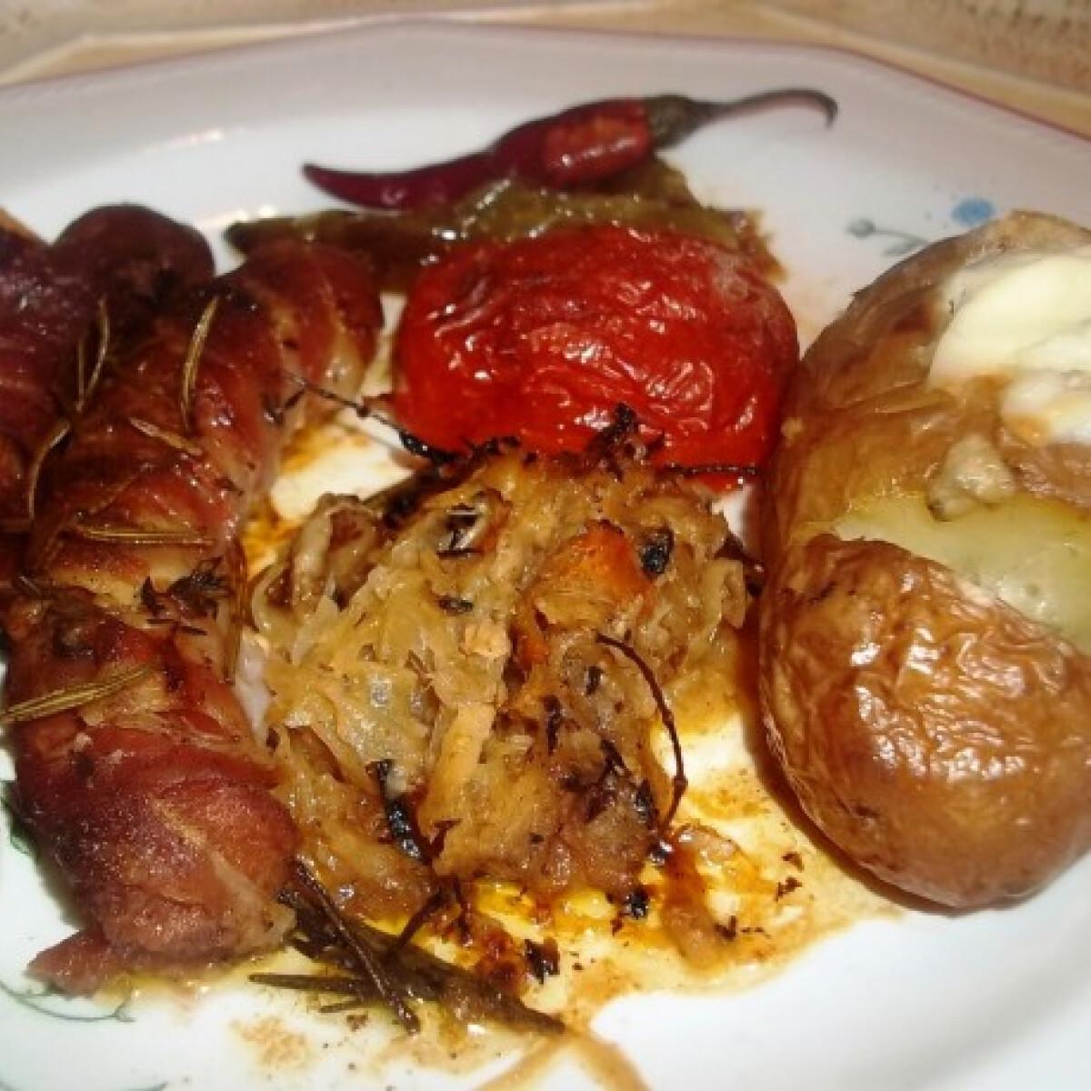 Ezen a képen: Virsli bacon köntösben roquefortos burgonyával