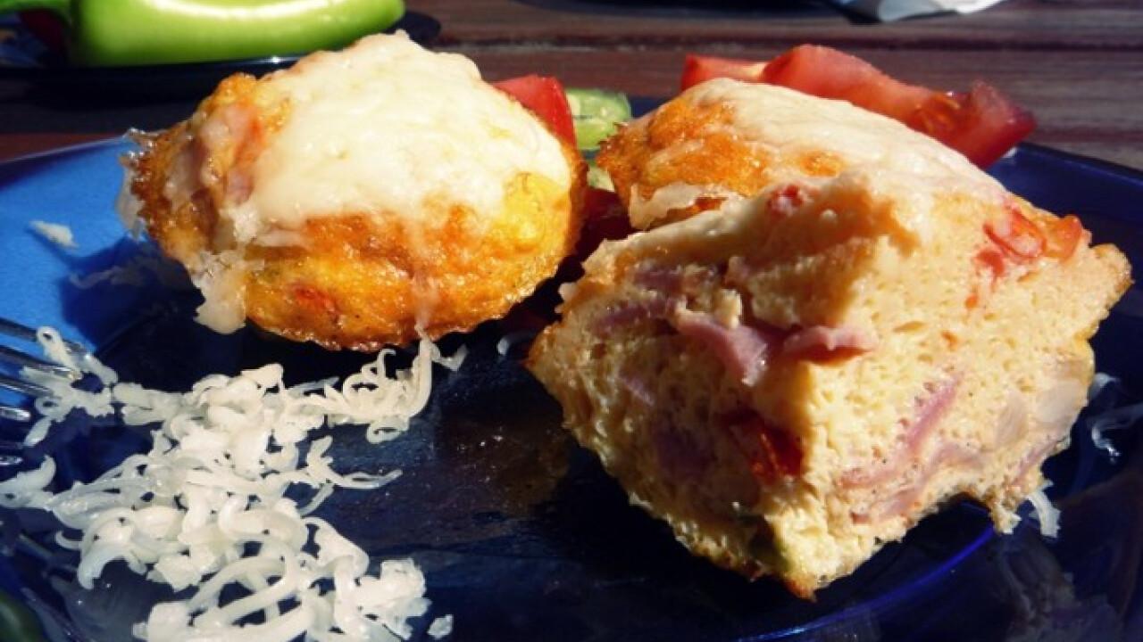 Tarjás tojás muffinformában sütve