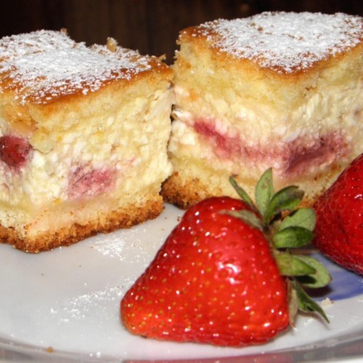 Ezen a képen: Epres túrós süti Károly konyhájából