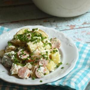 Német újkrumplis virslisaláta