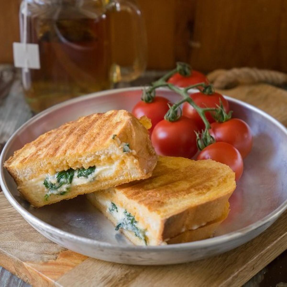 Ezen a képen: Spenótos bundás kenyér