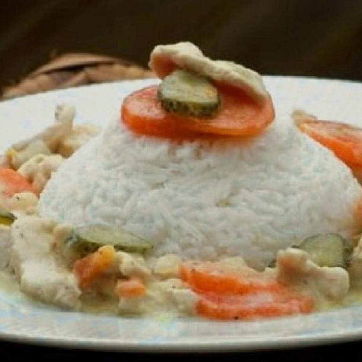 Ezen a képen: Palotai uborkás csirke
